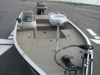 1999 tracker 18' tournament v hull aluminum bass boat