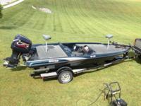 1999 Triton TR20 Bass Boat and Trailer, Evinrude 200,