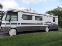 Clean, Ford V10, single slide, center kitchen, dinette,