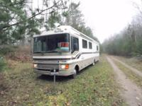 This is a Class A 1999 Fleetwood Bounder gas motothome,