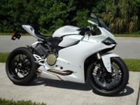 khjgfhgdfg.........Ducati Panigale 1199 ABS model with