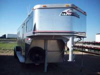 1998 SUNDOWNER 3 HORSE SLANT LOAD, 2 PADDED DIVIDERS,