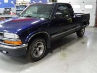This 2000 Chevrolet S10 LS Truck features a 2.2L L4 FI