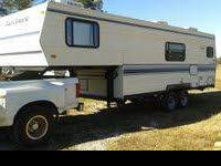 1992 Dutchmen 26 feet fifth wheel camper with gooseneck