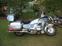 2001 zrx1200r that has a corbin seat, yoshi pipe,