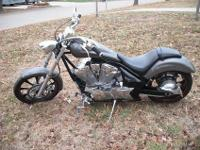 I am selling my 2009 Honda Fury. This is such a sweet