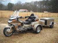 UP FOR AN AUCTION A 1989 HONDA GOLDWING , WITH A