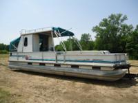 1994 Suntracker 30' Pontoon Houseboat It is powered by