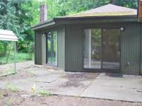 Charming cabin in Maple Falls. Home features 2 beds and
