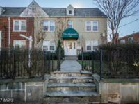 Beautiful 2bed/1bath on the first floor! Corner unit