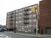 Beautiful 2 bedrooms condo, elevator & laundry in the
