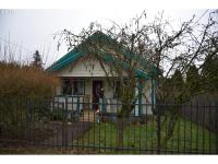 Spacious 2 bedroom/1 bath home in Lents area. New