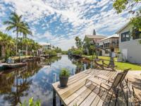 H.10974 - Extensively renovated North Naples Canal Home