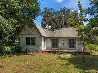 Charming, 1927 Bungalow located on a corner lot