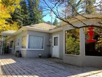 Charming 2 bedroom bungalow in the heart of town, with