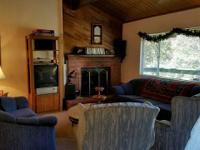 2 Bed 1 Bath Cabin in the heart of Crestline! This