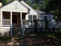 This 2 bedroom and one bath home located in Milner,