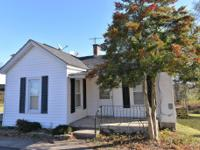 Adorable 2 Bdrm, 1 Bath Cottage*Eat-in-Kitchen w/
