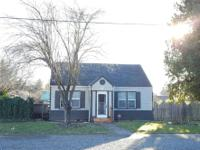 Cute 2 bed, 1 3/4 bath home in Centralia, WA. Home