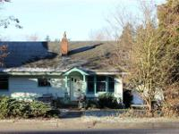 Cute early century craftsman. This 2 bedroom 1 bathroom