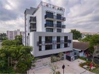 This 17-unit condominium offers all amenities