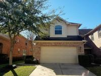 Lovely 2/2.5 Townhouse in Park Shadows; crown molding,