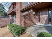 Beautiful first floor condo in Briar Hill Farm with