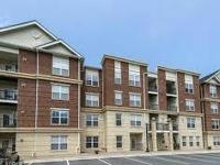 Corner unit 2 BR/ 2BA condo in controlled access