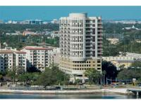 This 4th floor unit in Parkside of One Bayshore offers