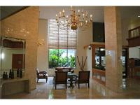 2 bedrooms 2 baths, in the heart of Aventura, large