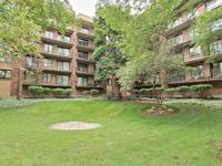 Oversized 1600 square feet 2 beds / 2 baths condo in