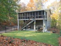 Cabin on the Hudson River with 2 bedrooms, 2 baths and