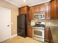 Bright, Immaculate end unit in the desirable community