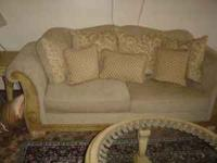 I am selling a 5 piece living room set. The set