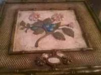 I have these 2 wall plaques that came from Haverty's
