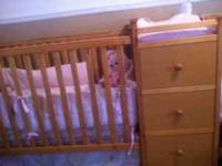 AWESOME unisex 2-in-1 convertible crib. Oak color.