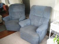 2 lazyboy chairs are blue in color that match the