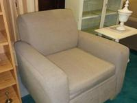 These 2 living room chairs are in very good condition.