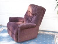 I have 2 matching recliners for sale. They are kind of