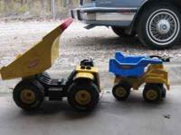 1 truck metal 1 truck plastic Both in excellent