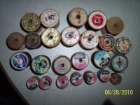 25 VINTAGE WOODEN SPOOLS WITH THREAD. ALL BUT 2 HAVE