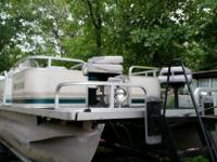 20 Foot Pontoon Boat that runs BEAUTIFUL with 40 Horse