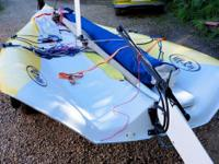 Very high-performance singlehanded sailing skiff