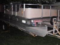20' Harris pontoon boat, the floor is solid, has newer