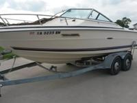 20' Closed Bow Ski Boat/Wake Board Boat (Sea Ray SRV200