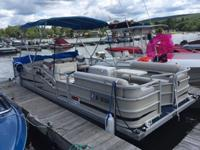 Nice Pontoon boat for sale. 20' very spacious layout