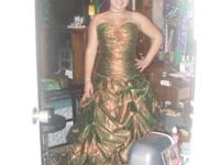 I have a beautiful Prom dress i wore once. In mint
