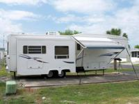 2000 35' EXCEL 33RLE 5TH WHEEL BY PETERSON... $14,500.