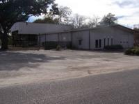 Warehouse structure with workplace readily available