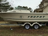 2000 Model 2002 Bayliner Trophy Walkaround. Has a